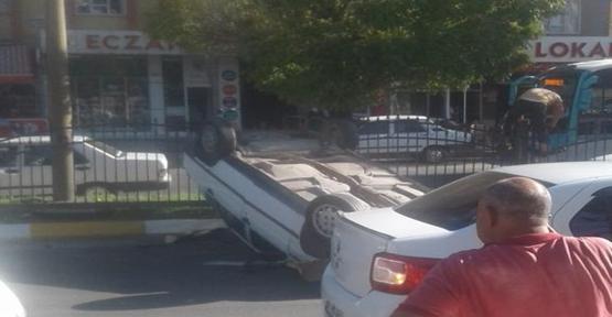 Hailiye'de araç takla attı