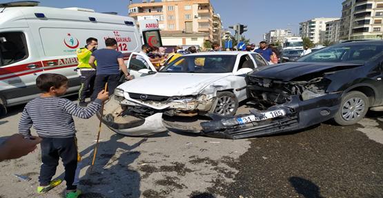 Karaköprü'de iki otomobil çarpıştı