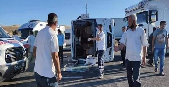 Urfa'da işçi servisi kaza yaptı, 14 yaralı
