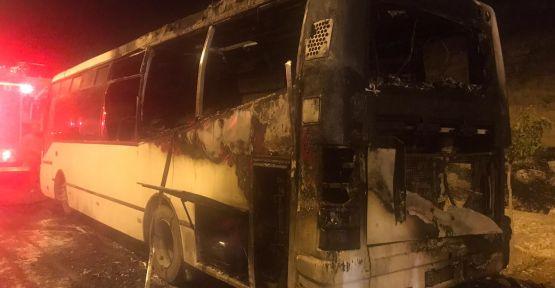 """Urfa""""da seyir halindeki otobüs alev aldı"""