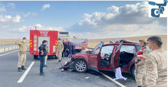 Şanlıurfa'da otomobil tırı arkadan çarptı, 4 yaralı