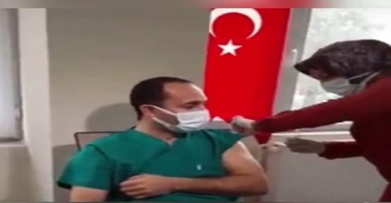 Şanlıurfa İl Sağlık Müdürü Dr. Emre Erkuş corona aşısı oldu