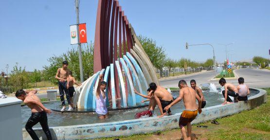 Urfalı çocuklar yüzme sezonunu açtı