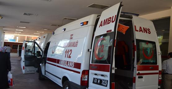 Şanlıurfa'da otomobil refüje çarptı, 5 yaralı