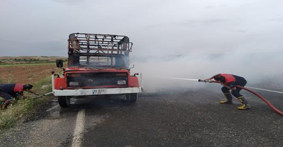 Şanlıurfa'da kamyonet yandı