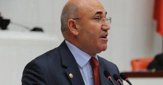 CHP'linin 'pes' dedirten tweetleri alay konusu oldu