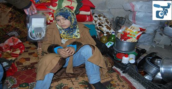 Esat'ın Zumlundan Kaçan Suriyeliler tarlada Yatıyor