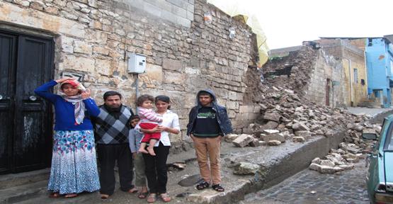 Evleri yıkıldı