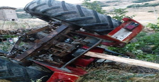Hilvan'da Traktör Devrildi: 1 Ölü