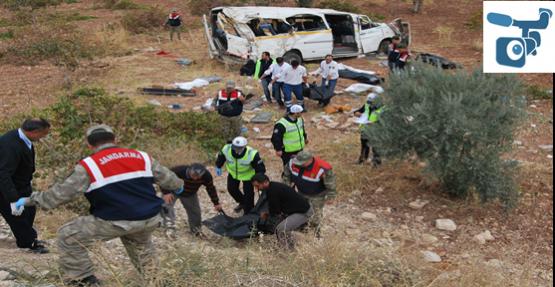 Minibüsü Devrildi: 7 Ölü, 10 Yaralı