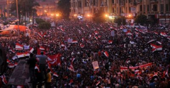 Mısır'da göstericilere kanlı müdahale