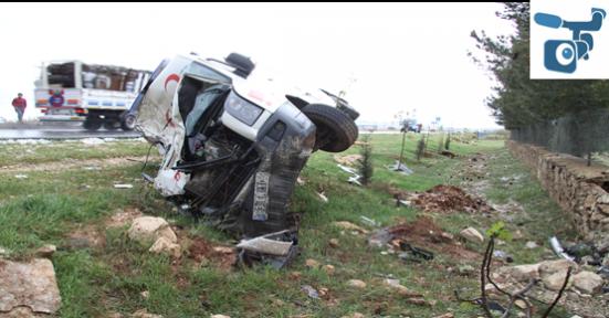 Şanlıurfa'da Ambulans Kaza Yaptı
