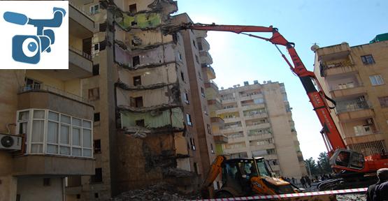 Şanlıurfa'da Kolonları Patlayan Bina Yıkıldı
