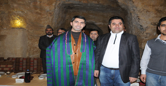 Seçilmiş'e Afgan yöresel kıyafeti