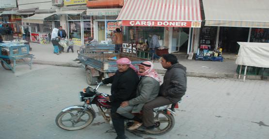 Sınırda motosiklet tutkunu