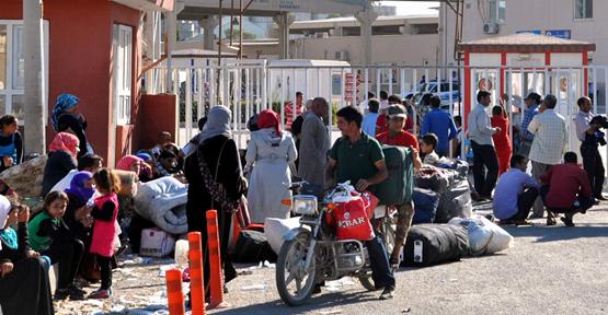 Suriyeli Vatandaşlar Sınır Kapısına Yüklendi