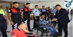 Urfa Emniyetinden Tekerlekli Sandalye Dağıtımı
