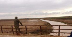 Urfa#039;da Sele Kapılan Askerlerden...