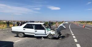 Urfa#039;da iki otomobil çarpıştı,...