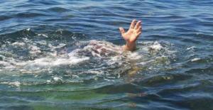 Serinlemek İçin Denize Giren 4 Kişi...