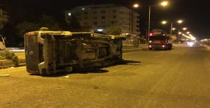Urfa'da Hafif Ticari Araç Devrildi, 1 Yaralı