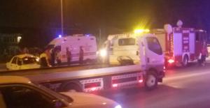 Şanlıurfa'da Otomobil Refüje Çarptı,...
