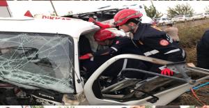 Minibüs İle Yakıt Yükü Tanker Çarpıştığı Kazada 1 Kişi Hayatını Kaybetti