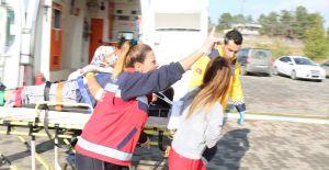 Sağlıkçılardan Deprem tatbikatı.