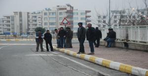 Suriyeliler İş Umuduyla Bekliyor
