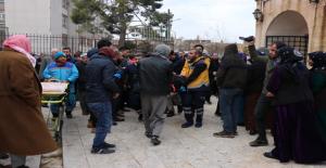 Urfa'da Cenaze Namazında Üzerine Kepenek Düşen İki Kişi Yaralandı