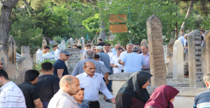 Ramazan Bayramı Dolayısı İle Mezarlıklar Doldu Taştı