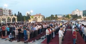 Şanlıurfa'da STK'lar Mursi İçin Giyabi Cenaze Namazı Kıldı