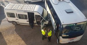 Urfa'da Öğrenci Servisi İle Midibüs Çarpıştı: 4 Yaralı