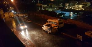 Sağanak Yağış Urfa'da Etkili Oldu