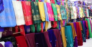 Yöresel Kıyafetler Düğün Sezonuyla Birlikte Vitrinleri Süslemeye Başladı