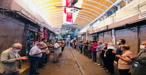 Şanlıurfa'da Esnaflar Güne 'Ahi Duası' ile Başlıyor