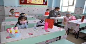 Urfa'da  İlk Ders Zili Çaldı