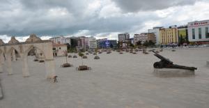 Urfa'da  Cadde ve sokaklar boş kaldı