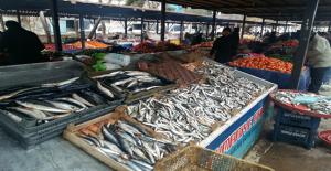 Urfa pazarlarında balık tezgahı kuruldu