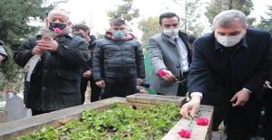Urfalı gazelhan 17 inci yıldönümünde mezarı başında anıldı