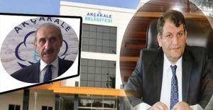 Eski Başkan Ayhan, Yalçınkayayı...