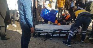 Şanlıurfa'da temizlik yapan işçiye motosiklet çarptı