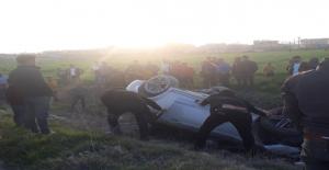 Urfa'da otomobil takla attı 3 kişi yaralandı