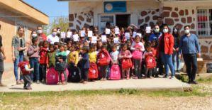 Emniyet ekipleri Urfa'da miniklerin gönüllerine dokundu