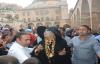 Sahne öncesi Dergah'ta dua etti