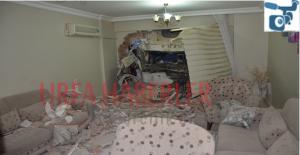 Urfa'da Kontrolden çıkan kamyon eve girdi