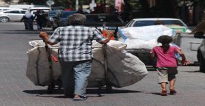 Baba Kızın Ekmeği Çöpten Çıkıyor