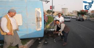 Şanlıurfa'da Köy Otobüsü Devrildi 2 Yaralı