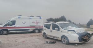Akçakale yolunda Ambulans İle Otomobil Çarpıştı, 2 Yaralı