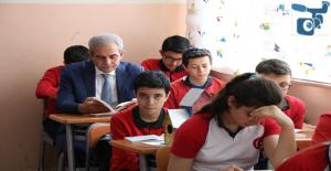 Başkan Demirkol, Öğrencilerle Birlikte Kitap Okudu